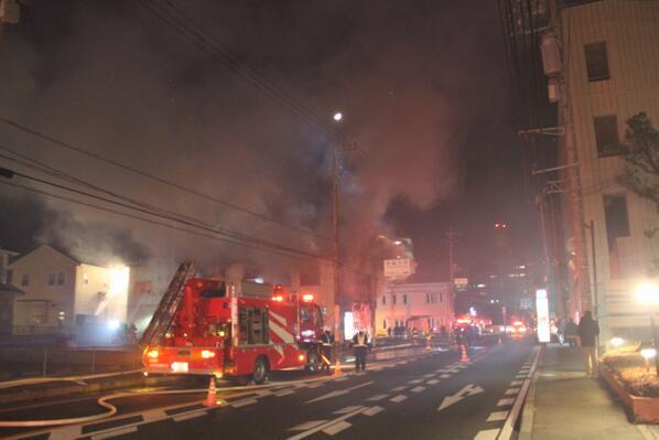 1時間前の水戸市東原2丁目で火災が発生。しかしその数十分後にまた別のアパートで火災発生。そのまた数十分後に付近で火災発生。これは明らかに放火と思われます。放火犯はまだ付近をうろついていると思われます。十分警戒してください。 pic.twitter.com/7TXisuacJS