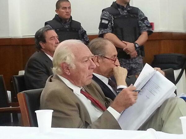 Miret, Guzzo y Romano escuchando la presentación de las acusaciones de la fiscalía. http://t.co/IU5xnEsYer