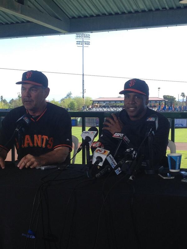 Barry Bonds back in a Giants uniform. http://t.co/x4AJ0ZhJmt