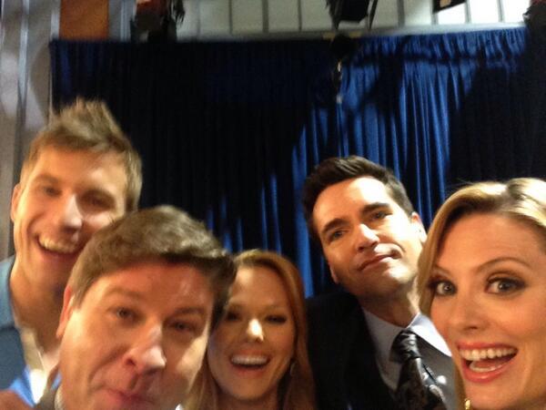 """@katelevering: It's an @DropDeadDiva selfie (kinda) @jaxhurst @aprilthebowlby @lexmedlin @justindeeley7 http://t.co/MvWef1oFuf"" I"
