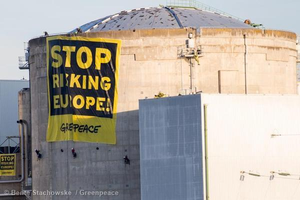 #action #Fessenheim #TheEnd la grande bannière Stop Risking Europe est toujours en place http://t.co/s1PcRx5h8D