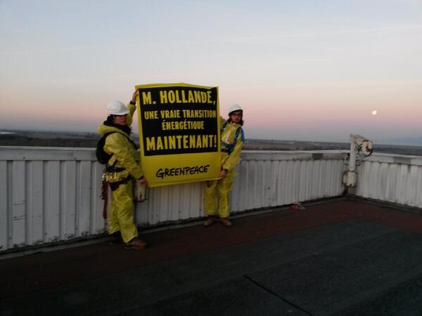 #Action #Fessenheim message @fhollande de l'intérieur de la centrale . Il faut agir ! #TheEnd http://t.co/wP1xOjYGMA http://t.co/0Hl17V1Dvq
