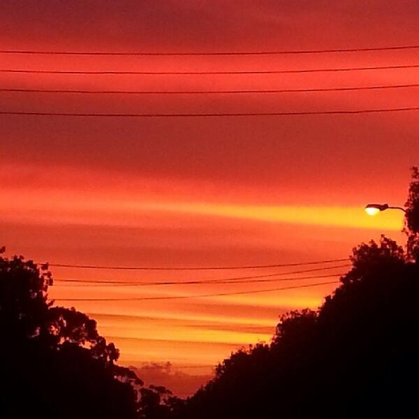 Night after night our sunsets have been spectacular. What a beautiful to live! #Adelaide RT @giovannatoldi #autumn http://t.co/UENlFYdkwd
