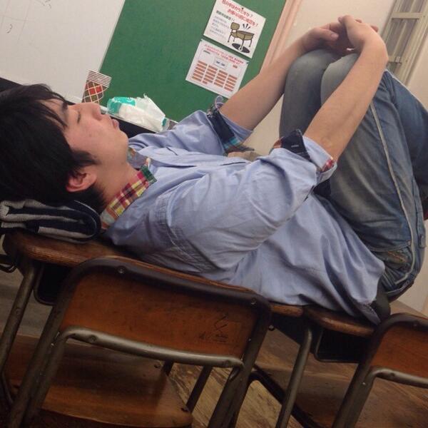 3月18日 U-15 渋谷シアターDにて、19時から1200円! 出→ビスケッティ ランパンプス 千葉ゴウ エンドウコウキ ほっとライス パンプアップ ブービー☆マドンナ  寺内君もこんな格好で寝て頑張ってます!是非、来てください♪ http://t.co/2qslfly3z8