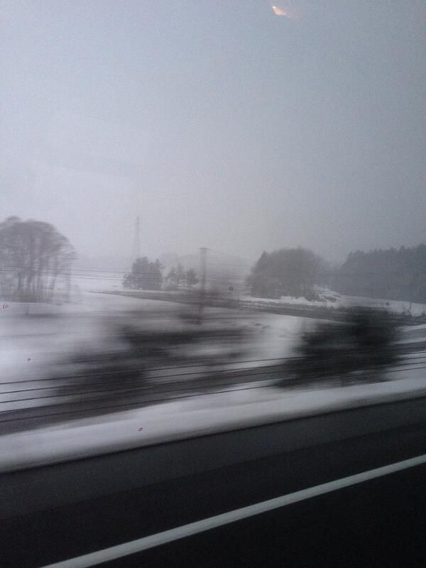 なんかすげ〜雪降ってきた。3月なのに…。でも必ず春はやって来る。必ず。