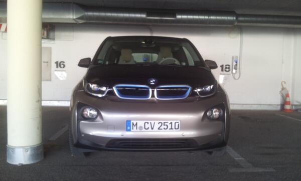 Thumbnail for ZoePionierin geht mit dem BMW i3 fremd