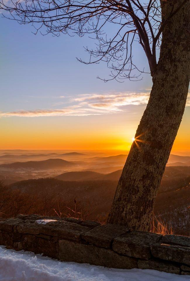 US Dept of Interior Tweet:  Beautiful #sunrise over @ShenandoahNPS last weekend. #Virginia #travel #nature pic.twitter.com/T2sEgczGsz