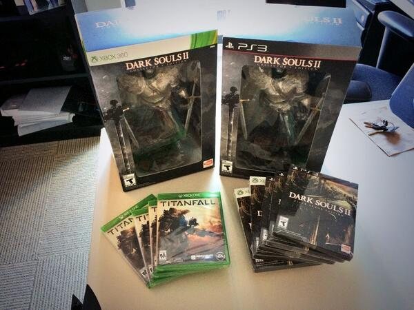 Starting at 2PM & 4PM @gamespot will be giving these away. Remember these tags -> #GSTheLobby #GSTitanfall http://t.co/H5to4zsUv1