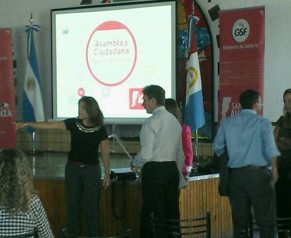 #AsambleasCiudadanas @HoracioGhirardi y equipo ultimando detalles. Hoy estreno del voto electrónico en las asambleas http://t.co/jatsXPW9Ti