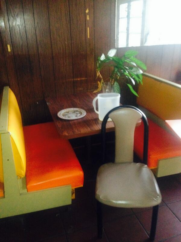these seats that will be removed from my new restaurant, to make room for more seating. Make me a offer.thx http://t.co/coHrjC4Fbs