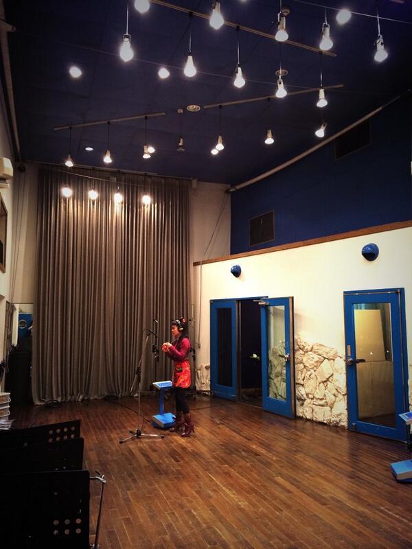 せっかく広いスタジオをおさえたのに、ただ自転車の鈴の音を録ってる。