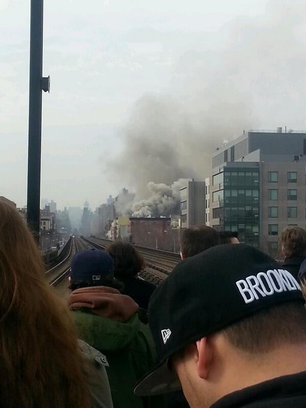 Huge explosion uptown new york city near  metro north train tracks close to 116th..#developing http://t.co/uNZaFsRSKa