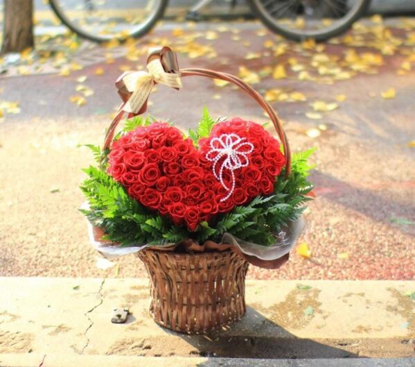 장미꽃을 전하는 사람의 손에는 언제나 장미향이 남는다 http://t.co/psDMrDuHpr