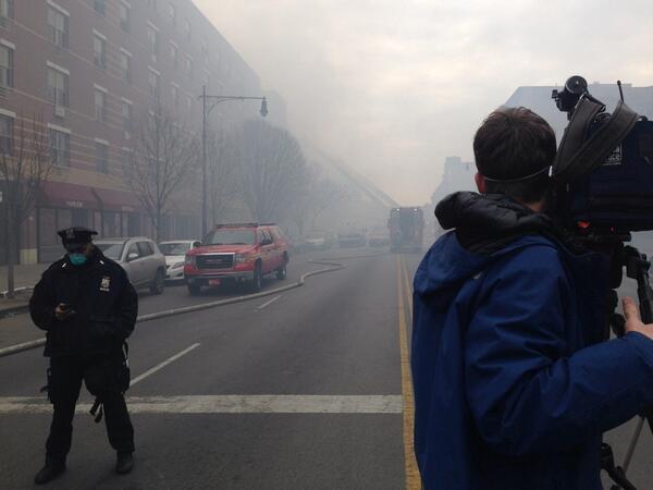 Smoke still fills Harlem 2 hours after explosion. http://t.co/LvrgglmrvN