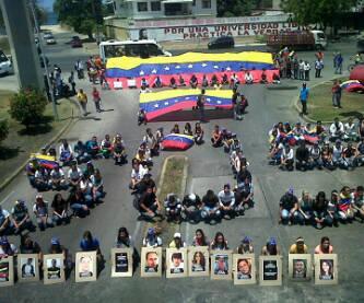 "@traffiCUMANA: via @Anisbell07:  S.O.S VENEZUELA. dsd CUMANA:  http://t.co/cOaf6SpEo9"""