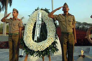 Fidel y Raúl rinden tributo a héroes y mártires del II Frente Oriental