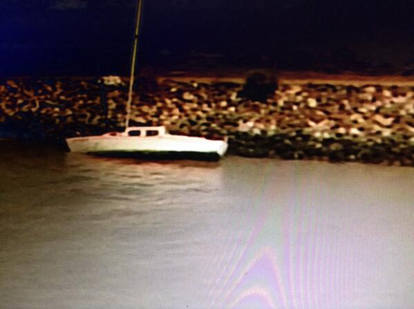 #BREAKING: boat crashed on rocks near #oysterpoint in S. #SanFrancisco. Boat may have broke loose due to gusty wind http://t.co/XdLUvWFjI4