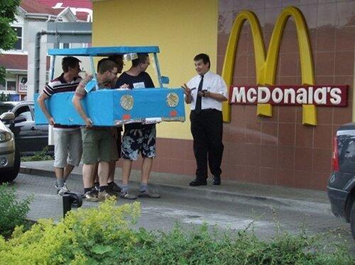Hoy comemos en el McAuto http://t.co/YTg6EHychb