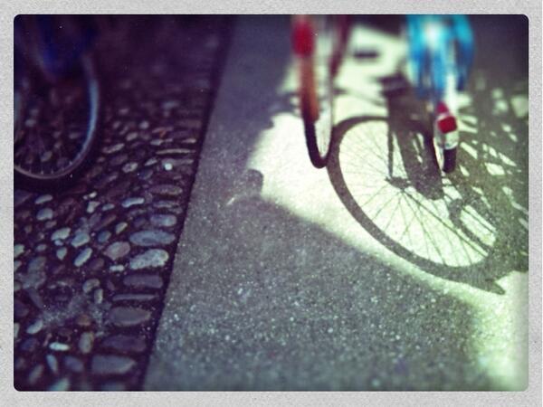 #luoghicomuniMN ultimi preparativi prima di iniziare.Non mancano nemmeno le bici..@CristinaZanotto @teatromagro http://t.co/NQv7uQw8vD