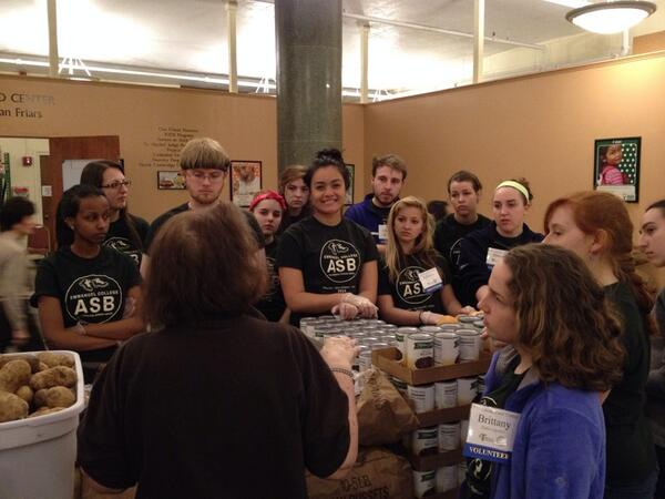 Getting ready to distribute food at the Franciscan Food Center #ecasbbos14 @EmmanuelCollege http://t.co/20YsERJe6p