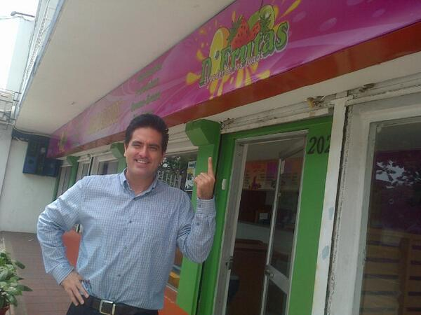 """El poder de los jugos!  """"D'Frutas""""!  Mi local de frutas! Av Kennedy202yAv 2da. #FrutasQuieroMasFrutas :D http://t.co/XbBq9HGwxc"""