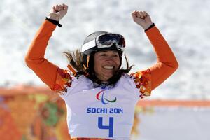 Bibian Mentel verovert het goud op de snowboardcross tijdens de Paralympische Spelen http://t.co/nchN9JvcH7 #GoTeamNL http://t.co/YTKLPG4ily