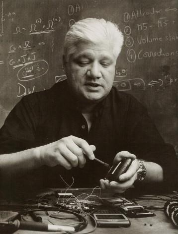 Happy Birthday to the innovator of Smartphone & Founder of @BlackBerry Mike Lazaridis! Thank You & have a great day http://t.co/EZXVXFfmpE