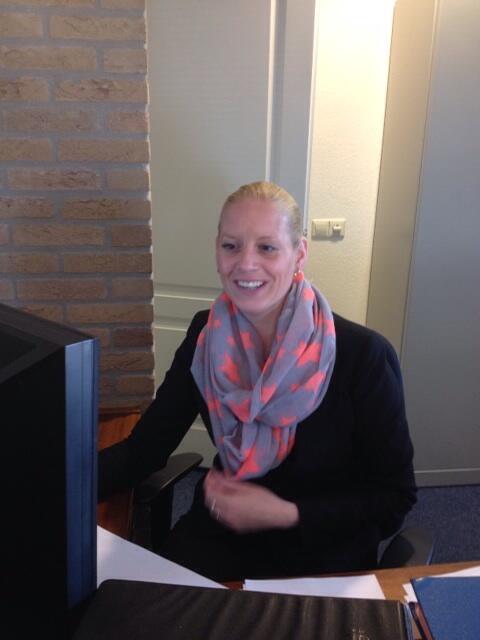 Nico wagenvoort on twitter mijn secretaresse deborah bosman ze lijkt een beetje verlegen maar - Secretaresse witte ...