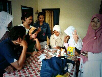 Ibu Runingsih hadir di kegiatan community service RW 14 Sadang Serang