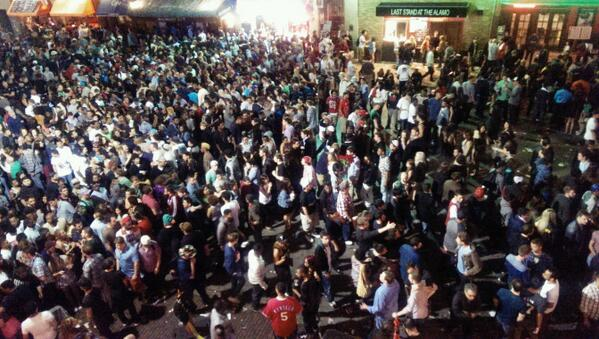 Dirty 6th right now. #SXSW http://t.co/Jx2Xxx2LmX