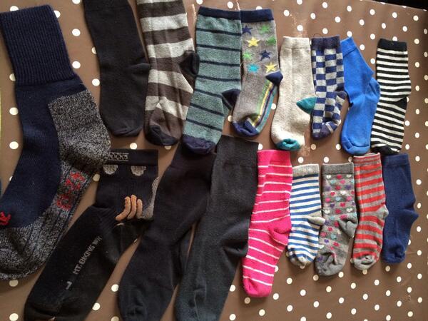 Heeft iemand de andere sokken voor mij? #sokkenmysterie http://t.co/Wcqj6dTuZq