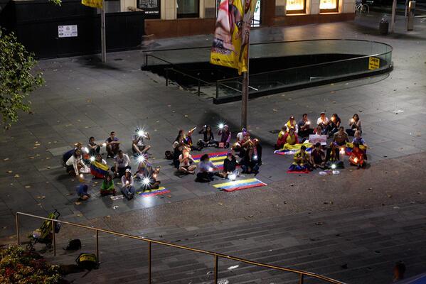 RT @josecisneros: Desde Sydney, Australia, estamos con ustedes. Vigilia nocturna 15/03/2014 #SOSVenezuela http://t.co/buZinSaA3K