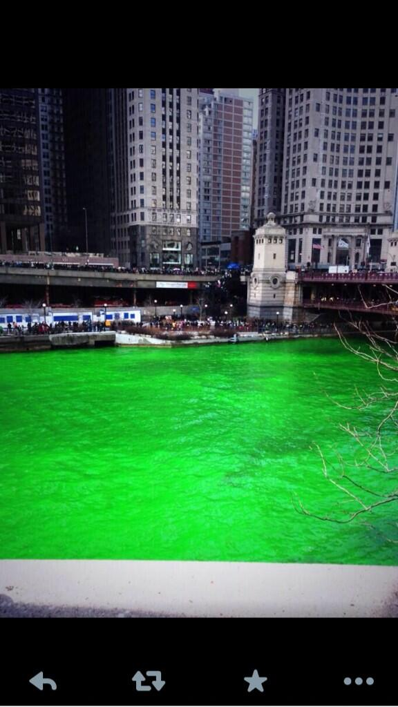 #Chicago is officially green http://t.co/ffed5Xf9gx