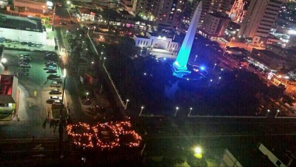 Pa' que TODOS veais... RT @AlsinaLeal Plaza de la República en Maracaibo se une al #SOSVzla http://t.co/qgg8abQR7b
