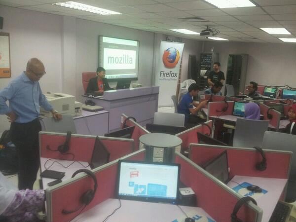 #FirefoxBM with students and academicians of UTM Malaysia CC: @twt_utm http://t.co/JFBDBBbFH7