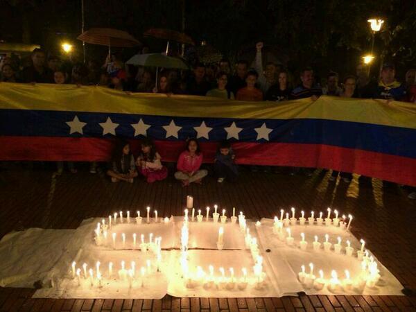RT @yeidysanmartin: Venezolanos en Medellín,Colombia #SOS #Venezuela @fdelrinconCNN @NoticiasRCN @NoticiasCaracol http://t.co/jxwqonVJ1E