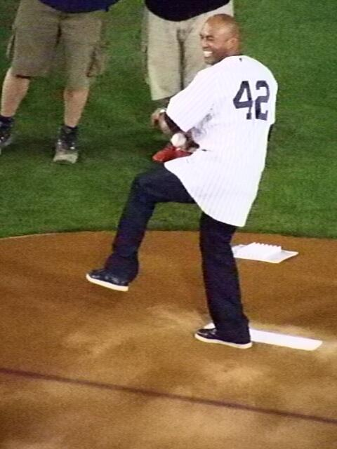 """Mariano Rivera throws his ceremonial first pitch to David Robertson -- the """"passing of the torch."""" http://t.co/KQnDd0LJGu"""