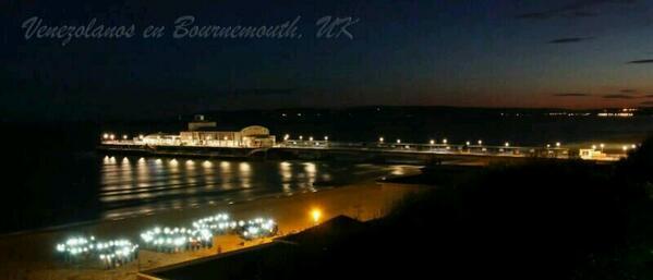 #SOS desde playa de Bournemouth, Inglaterra  http://t.co/IayfMPwsyn