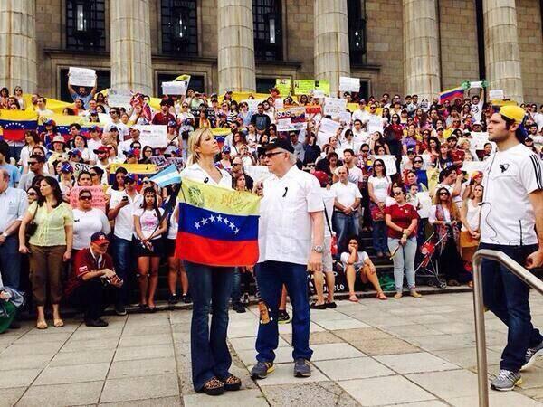 Catherine Fulop encabezó la concentración #SOSVenezuela en Buenos Aires, Argentina, #15M http://t.co/6IkK1pFyII #ResistenciaVzla #SOSVzla