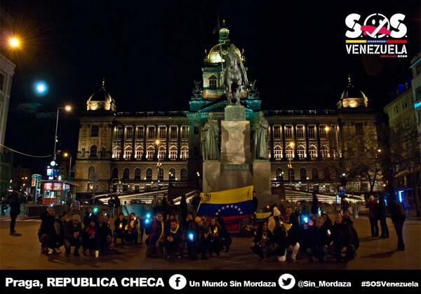 #15M Praga - Rep. Checa Luces por Venezuela. http://t.co/PSpJMpSrPl #SOSVzla