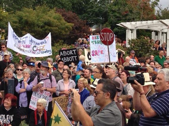 #auspol The signs and the numbers at #bluemountains #marchinmarch http://t.co/MOrrYzZjaP