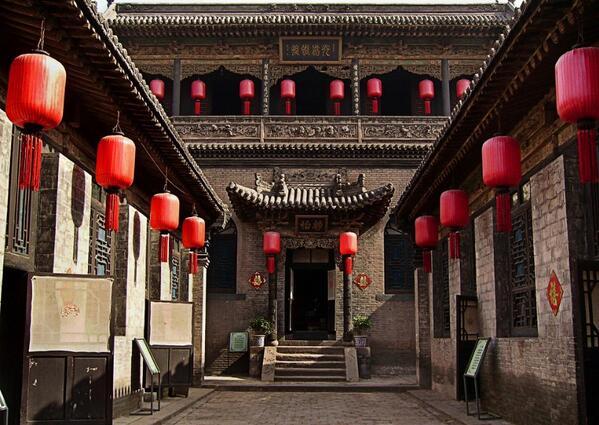 平遥古城2。14世紀の明代に作られた都市。地区財政に余裕がなく再開発対象にならなかった為、幸いにも当時そのままの状態で保存された。中国で最も保存状態が良い古城の一つ。(山西省)
