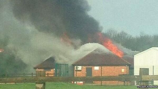 Lightning causes fire that destroys Banbury Twenty Cricket Club pavilion http://t.co/nwq73lAgO1 http://t.co/aYkKzQ3PAF