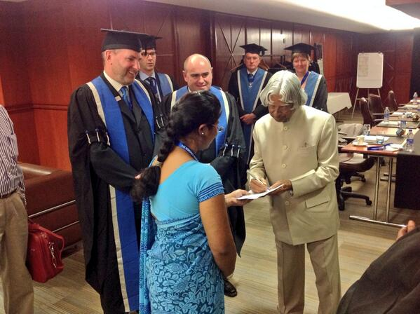 The Hon APJ Abdul Kalam with @DrPaulFogarty greeting delegates ahead of the Inaugural Ceremony at #rcog2014 http://t.co/73ky4b4HkD