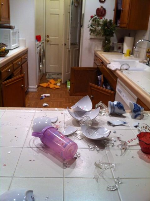 My sister's house in #LaHabra #earthquake #losangeles http://t.co/LRAgqwZ9s1