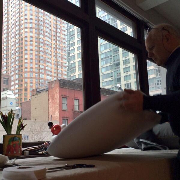 """Da Meda a NYC #sofa4manhattan """"@Filippo_Berto: Flavio sul pezzo! Preparazione crowdcrafting. Emozione :) http://t.co/jipgIdWBui"""""""