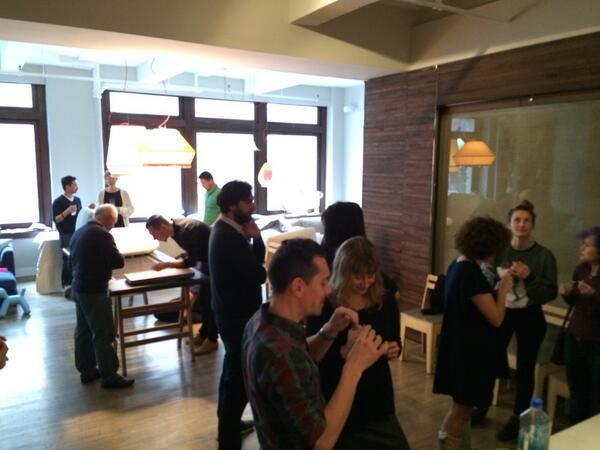 Non solo divani a #sofa4manhattan! ;) RT @Filippo_Berto:  Dal #crowdcrafting al #crowdeating!  http://t.co/PMiGb8TcXb
