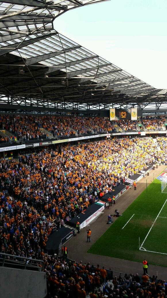 Hats off to wolves  Awesome fans http://t.co/RYR7dztBWf