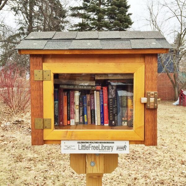 .@MargaretAtwood and Wally Lamb being represented at one of Ann Arbor's adorable little free libraries. http://t.co/8VbF6nraBN