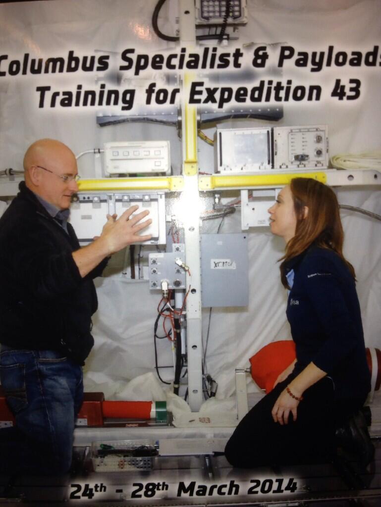 Séjour d'un an dans l'ISS - Page 4 Bj6y06_CcAAoUIm